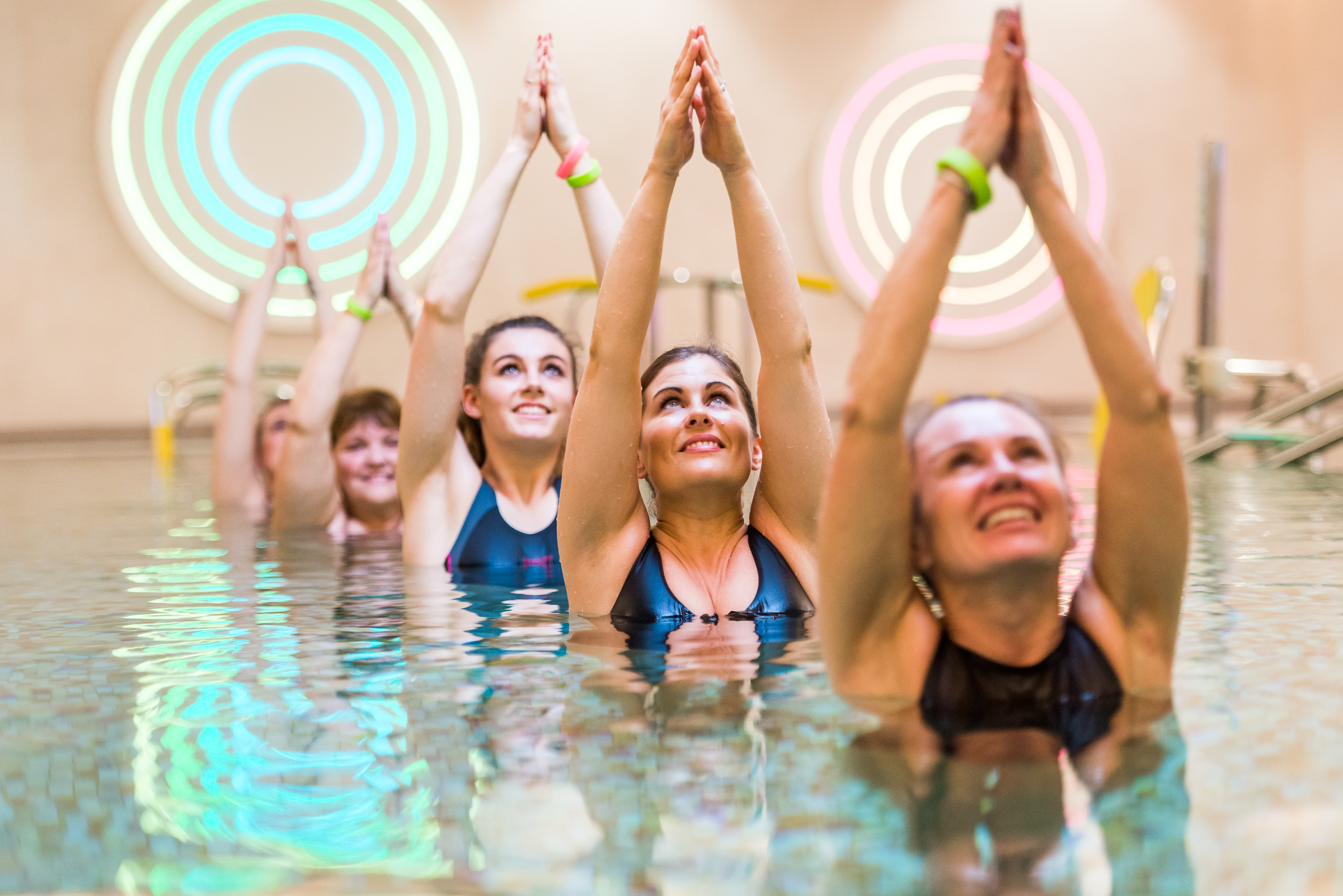 Group of guests in Aqua class during fitness break